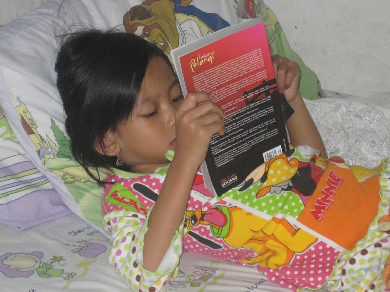 Laskar Pelangi – Asyik membaca