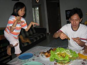 Nadya Bakar – Yang mana ayam bakarnya nih?