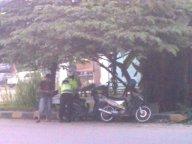 Polisi Menilang Supir